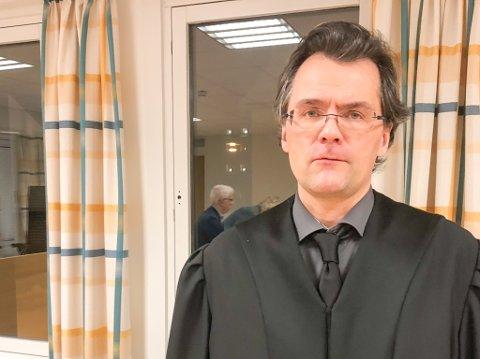 KLARER IKKE MER: Forsvarer Vidar Zahl Arntzen sier hans klient ikke klarer å være med i rettssaken lenger. Foto: Tor Kjetil Kristoffersen