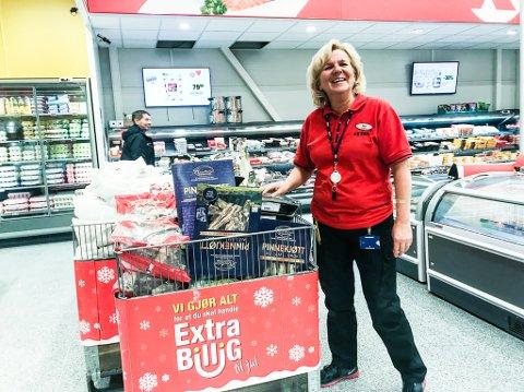 FORVENTER PRISKRIG LOKALT: Butikksjef Nina Valstad på Coop Extra forventer at  ribbeprisene vil gå kraftig ned jo nærmere jul man kommer.