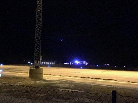 Redningsaksjon: Alle nødetatene er satt i sving etter melding om en flystyrt utenfor Svolvær lufthavn søndag kveld. Foto: Øystein Ingebrigtsen, Lofotposten