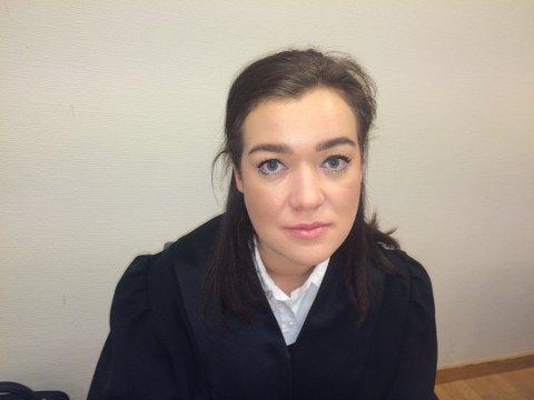 ETT STEG VIDERE: Politifullmektig Karoline Gjønnes-Johansen i Finnmark politidistrikt sier etterforskningen etter dobbeltdødsfallet i Gjesvær, er ett steg videre etter blodanalysen av de omkomne.
