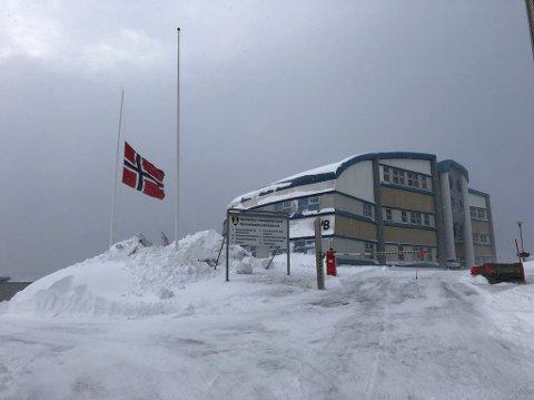 HALV STANG: – Det er en trist dag, sier konstituert rektor Daniel Randolph ved Hammerfest VGS.