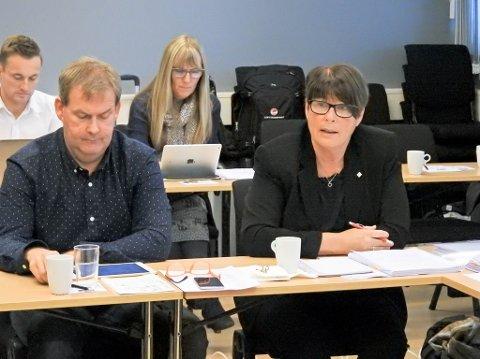 Styreleder Harald Larssen og direktør Eva Håheim Pedersen i Finnmarkssykehuset. Foto: Oddgeir Isaksen