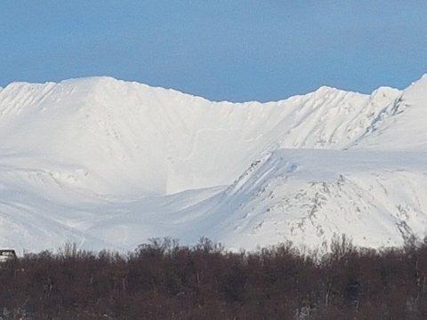 FORTSATT SKREDFARE: Dette bildet viser et snøskred som gikk i Bjørndalen tidligere i april.