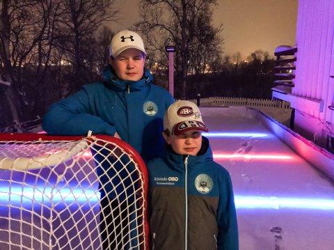 ISHOCKEY I HAGEN: Når guttene er hjemme kan de spille ishockey på deres hjemmelagde isbane.