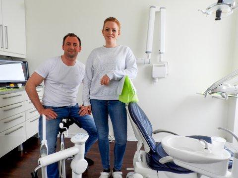 Tannlegene Alfred Haugen og Hanne Haukeland Hansen kan se tilbake på et godt regnskapsmessig år på Haugen Tannklinikk Hammerfest AS.