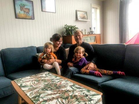 KOM HJEM: Etter flere år hjemmefra tok Rachel Olsen med seg gubben Trond Myhre og døtrene Hanna og Vilja med seg hjem til Hammerfest.
