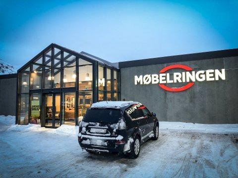 STENGER DØRENE: Møbelringen i Hammerfest har ikke tjent nok penger til fortsatt å holde åpent.