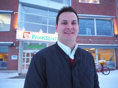 LYSERE TIDER: Jonas Haugen er eier og fungerende senterleder på Parksenteret i Alta. Han kan vise til oppgang i inntekter og nedgang i kostnader første driftsår.
