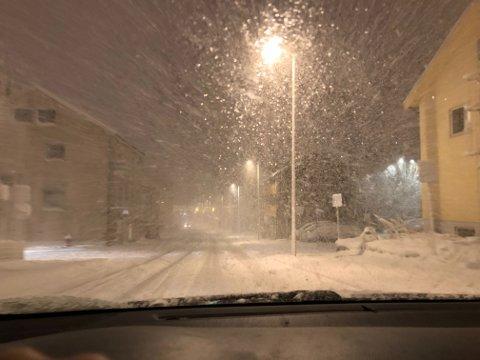 FORBLÅST: Slik så det ut i Hammerfest mandag kveld. Torsdag kan det bli verre.