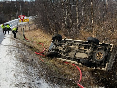 GLATTE VEIER: En bil med to personer i slutten av tenårene, kjørte av veien i Bjørnevatn fredag morgen. Politiet bekrefter at det er glatt i området.