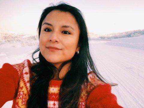SKAL TILBAKE: Maria Flor Gjerde ble adoptert til Finnmark som 4-åring. Nå ønsker hun seg tilbake til Peru. Når hun reiser tilbake neste sommer, har hun med seg en ekstra gave til de som passet på henne som barn.