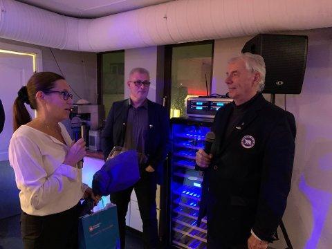 TAKKET AV: John Wahl ble takket av som styreleder i Hammerfest havn. Til venstre Terje Wikstrøm og Marianne Sivertsen Næss.