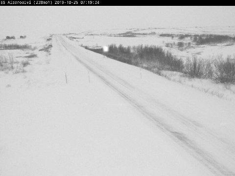 WEBKAMERA: Statens vegvesen sine bilder fra Sennalandet fredag morgen. Her meldes det om vanskelige kjøreforhold.