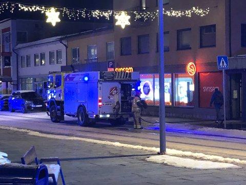 Brannvesenet jobber i 20-tiden fredag på stedet i Hammerfest.