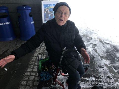 KRITISK: Johannes Paulsen (80) er kritisk til brøytingen i Alta.