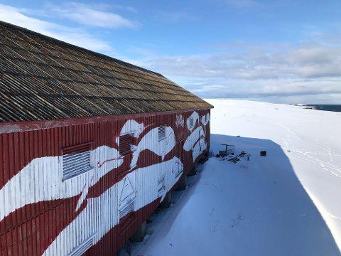 KAN BLI HOTELL: Denne tørrfisklåven i Vardø kan bli hotell med plass til 9-13 rom.