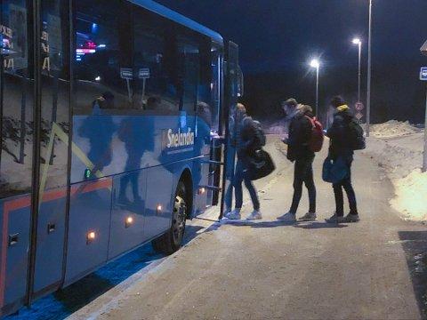 ILLUSTRASJONSFOTO: Elever på tur inn i skolebussen. Det fikk de ikke oppleve i dag.