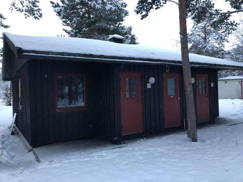 MÅ VEKK: I forbindelse med boligprosjekt Elvekanten, der Kronstad camping i Alta var tidligere, må Byggmester Svendsen AS kvitte seg med de gamle eksistrerende hyttene som står på tomta.