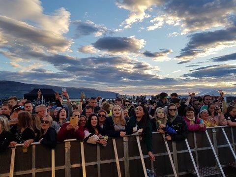 FÅR DET TIL MED FRIVILLIGE: Mange festivaler er avhengig av frivillige for å få det til å gå rundt. Bildet er fra velkjente Midnattsrocken.