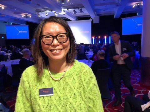 BLID: En strålende fornøyd Målfrid Baik, direktør i NHO Arktis. I bakgrunnen holder Svanhild Pedersen fra Finnmarksløpet innlegg.