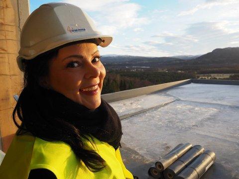 STOR INTERESSE: Eiendomsmegler Inger Alette Eira forteller om stor interesse rundt leilighetene i nye Markveien terasse.