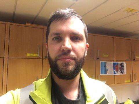 NEDPROIRITERT: Øyvind Johansen (34) forteller at han hele livet har følt på at distriktene blir nedprioritert. - Da blir det hele tiden noe som man blir hengende etter på.