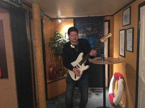 NY START: Hverdagen slo Bjørn Kristian Strige i ansiktet etter at han ble ufør, og dagene ble tomme. Nå har han imidlertid startet eget selskap, der gitarer og musikk står i fokus.