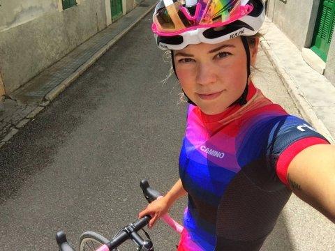 HEKTET: Martine ble så fascinert over det gode humøret til utøverne i Norseman at hun ville teste triatlon selv. Nå er hun helt hekta.