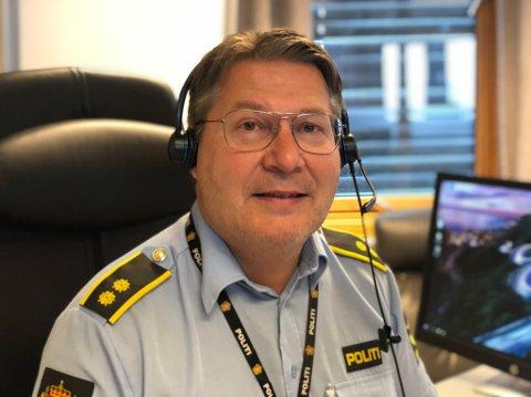 OPERASJONSLEDER: Tarjei Leinan Mathiesen forteller at politiet rykket ut til en privat adresse i Kirkenes og fant en fest med mellom 35-40 deltakere, der flere var under 18 år.