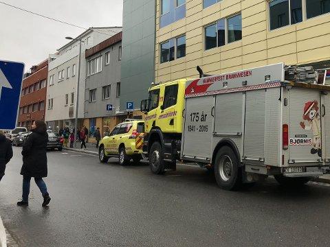 KJAPT FRAMME: Brannvesenet var utenfor senteret få minutter etter at brannalarmen ble utløst.