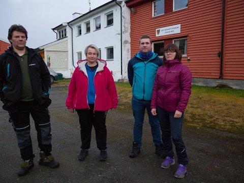 LEGGES NED: Skogfoss-foreldrene, Kenneth Løvmo, Norunn Hansen, Audun Bang Eriksen og Vibeke Olsen, har gitt opp kampen for å berge Skogfoss skole og har flyttet barna sine til en annen skole. Onsdag ble skolen vedtatt nedlagt av kommunestyret.