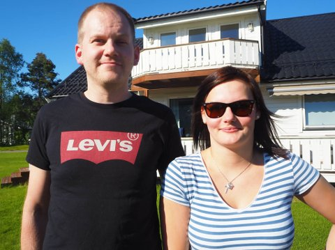 SIN FØRSTE ENEBOLIG: Kathrine Vetoniemi (23) og samboeren Marcus Hansen kjøpte i mars i år en enebolig på Aronnes i Alta. Salgssummen var 4,075 millioner kroner.