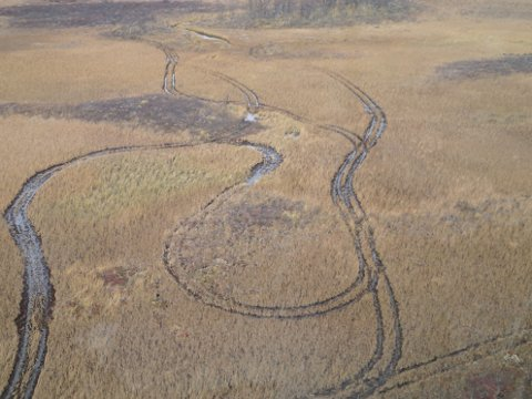 100 ÅR: Slike spor kan ødelagge naturen i opp til 100 år.