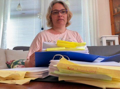 FORTVILT: - Da jeg ba om papirene mine, fikk jeg vite at jeg har den største mappa til Nav i Finnmark, sier Jenny Hågensen.