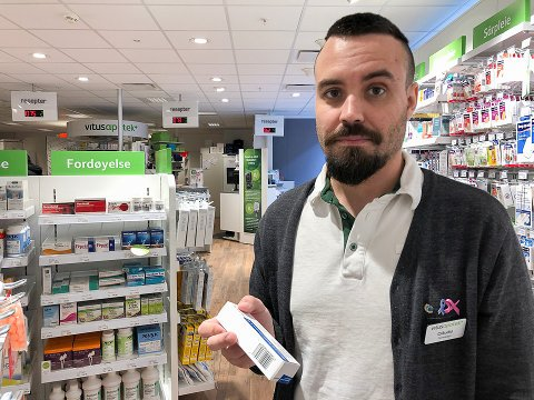 VARSKU: - Økningen av tilfeller hos unge er urovekkende. Kurene er også svært kostbare og noe bør gjøres, varsler apoteker Claudio Santos ved Vitus apotek i Hammerfest.