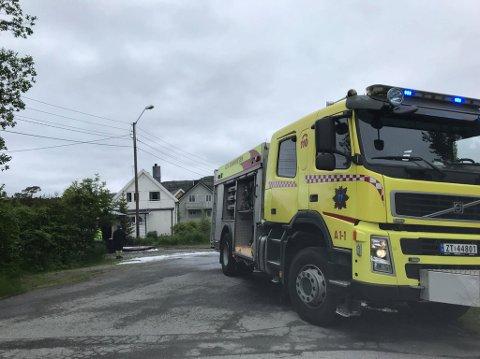 RYKKET UT: Brannvesenet rykket ut til garasjebrann i nærheten av Finnmarkshallen i Alta lørdag.