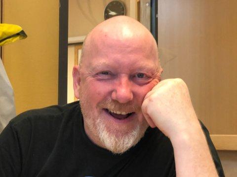 """SJEIKEN: Han er i godt humør når han forteller om planene på Lakselv lufthavn. Fred Persen blir """"sjeik"""" og starter beninstasjon med drivstoff for fly på lufthavna."""