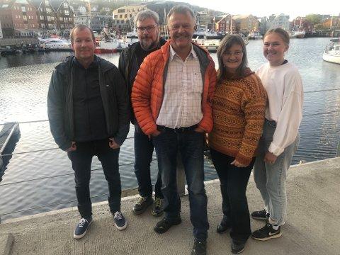 NORDKALOTTFOLKET VOKSER: Bror Ivar Salomonsen, Magne Ek, Kjetil Romsdal og Katarina Jørstad Thoresen har sammen med partileder Toril Bakken Kåven flere flere partikolleger den siste uken.