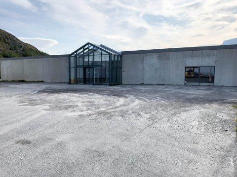 TOMT: Det tidligere Møbelringen-bygget i Hammerfest.