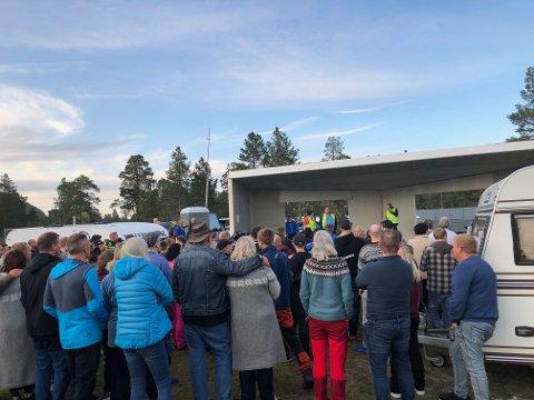 SAMLES: Festivaldeltakere på Høstsprell samles nå til møte.