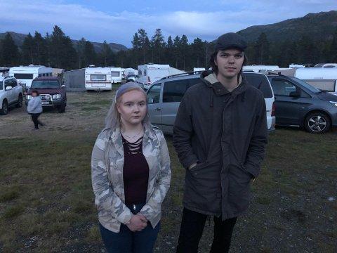 Malin Solunn Jacobsen (18)  og Markus Persen Esperås (19) er lørdag kveld i festivalcampen for å få snakke om ulykken med folk som står dem nær.