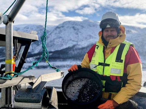 PÅ HAVET: Jens Olav Nilsen har jobbet maritimt i flere år. Dette bildet er tatt ved en tidligere anledning.