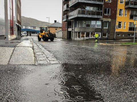 NEDBØR: I Hammerfest vil det regne litt av og på fram mot helgen. Vinden holder seg svak.
