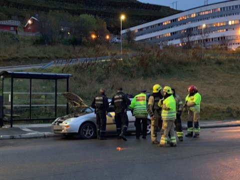 RYKKET UT: Nødetatene rykket ut til Storvannsveien da en bil begynte å brenne.