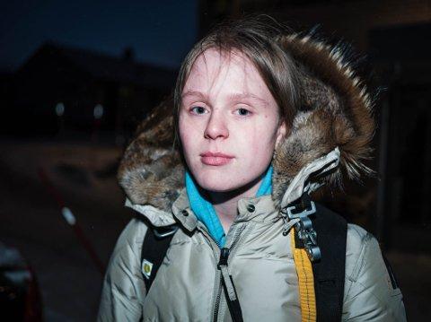 SKREMT: Emilie og flere medelever har blitt skremt av meldingen, og ønsker ikke å dra på skolen torsdag.