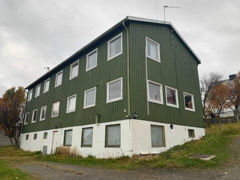 SOLGT: Nyborgveien 35 har tidligere huset asylsøkere. Nå er det nye planer for bygget.