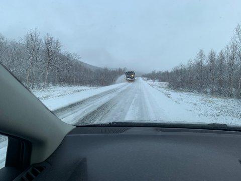 HVITT OG KALDT: Det blir hvitt og kaldt på de fjeste fjelloverganger i løpet av helgen. Dette bildet er tatt ved Laksnes i Tana fredag.