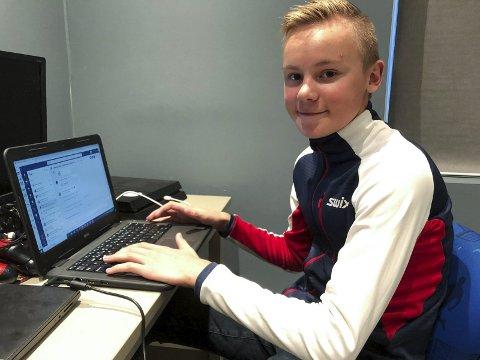 IKKE BARE TRENING: Emil trener mye, men må også gjøre lekser. – Jeg ønsker å gjøre det godt på skolen, sier Emil Reite. Foto: Trond Ivar Lunga