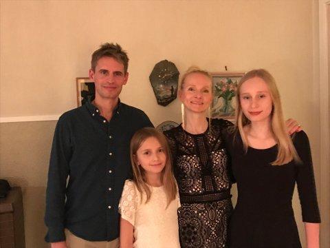 BLIR IKKE NORSK JUL: Signe Nordli Becker (45) og familien bor i Frankrike, men pleier å reise hjem til Norge til jul. Det får de ikke gjøre i år. F.v. Mathieu Becker, Maya (12), Signe Nordli Becker (45) og Nina (16).