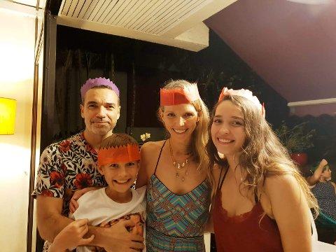 FEIRER IKKE SOM DE PLEIER: Rigmor Berthier har bodd i Singapore siden 2011. Denne julen blir annerledes enn det de er vant til. Det verste er likevel at ikke datteren kommer hjem på besøk fra Canada. Fv. mannen Oliver (46), sønnen Emil (13), Rigmor og datteren Mia (19), ved en annen anledning.